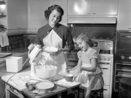 Found Image.  Source Daily Mail.  This is not Jean and her mum!